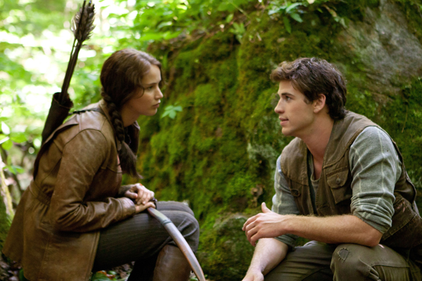 hunger-games-movie-image-jennifer-lawrence-liam-hemsworth-011